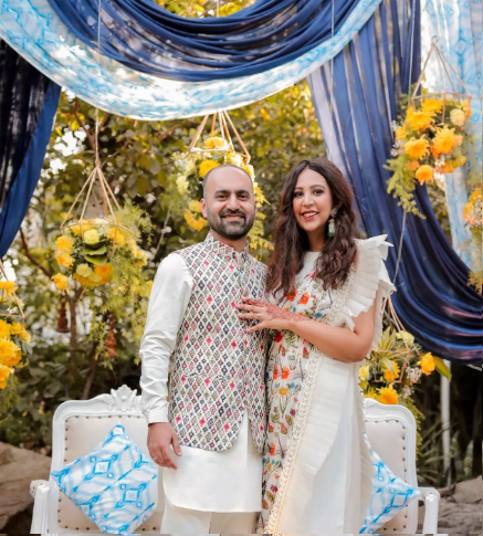 A Beautiful Engagement Ceremony With The Bride In Refreshing Outfits