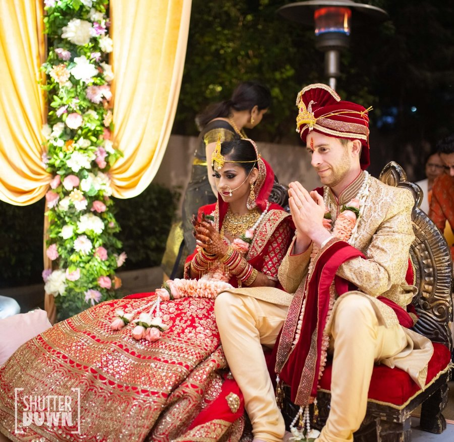 Cheerful Delhi Wedding of Gora Munda & Desi Kudi with an Interesting Love Story