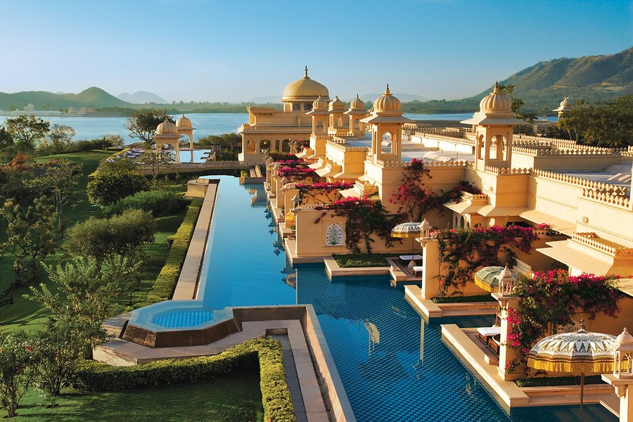 Lets stud your Destination wedding in Udaipur with Lakes & Palaces!